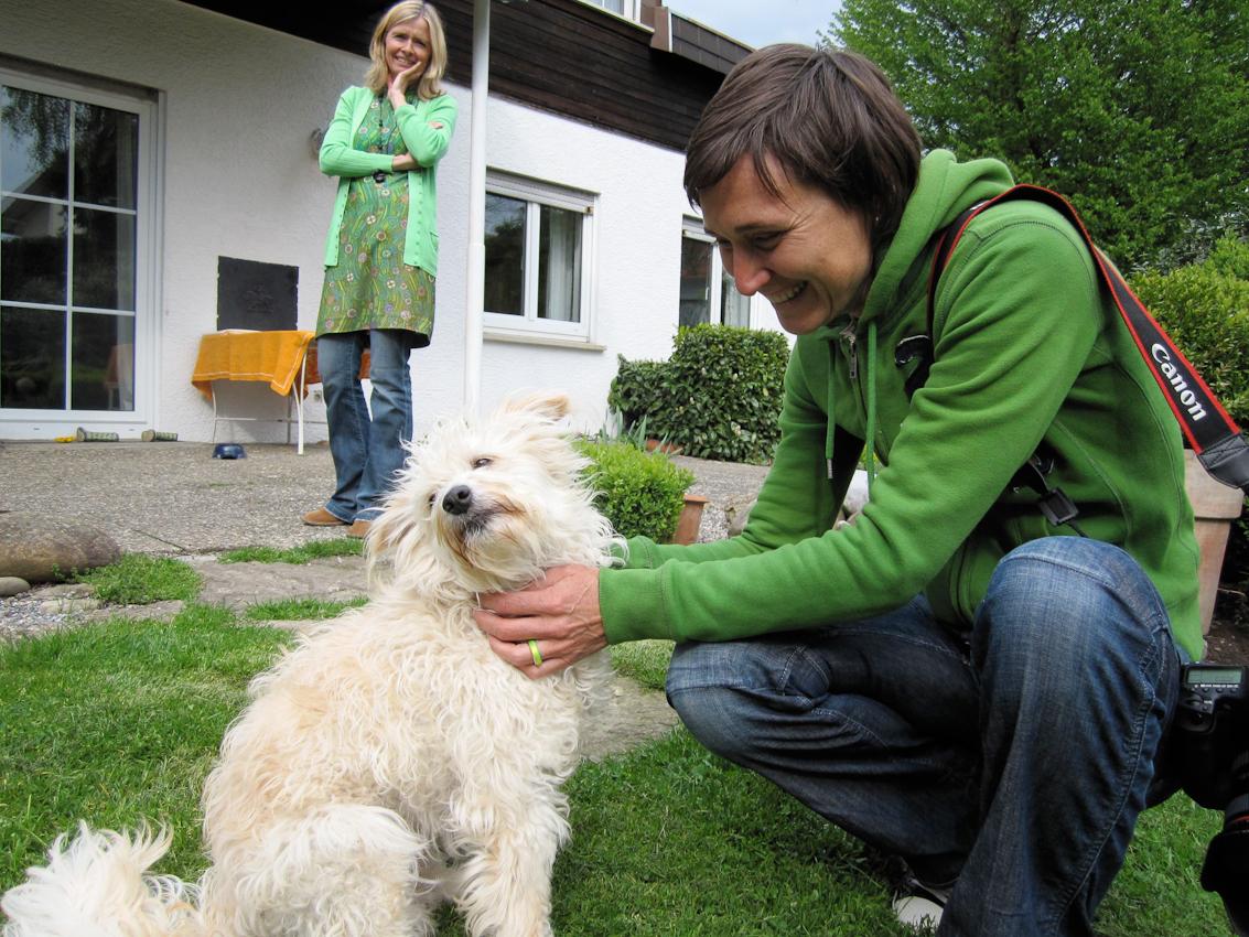 Meckenbeuren: Neugierig -Der kleine Lasse ist fasziniert von meiner Kamera.Anja Koehler
